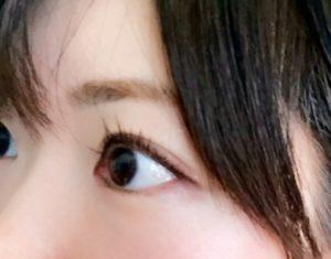 女性の瞳(アップ)